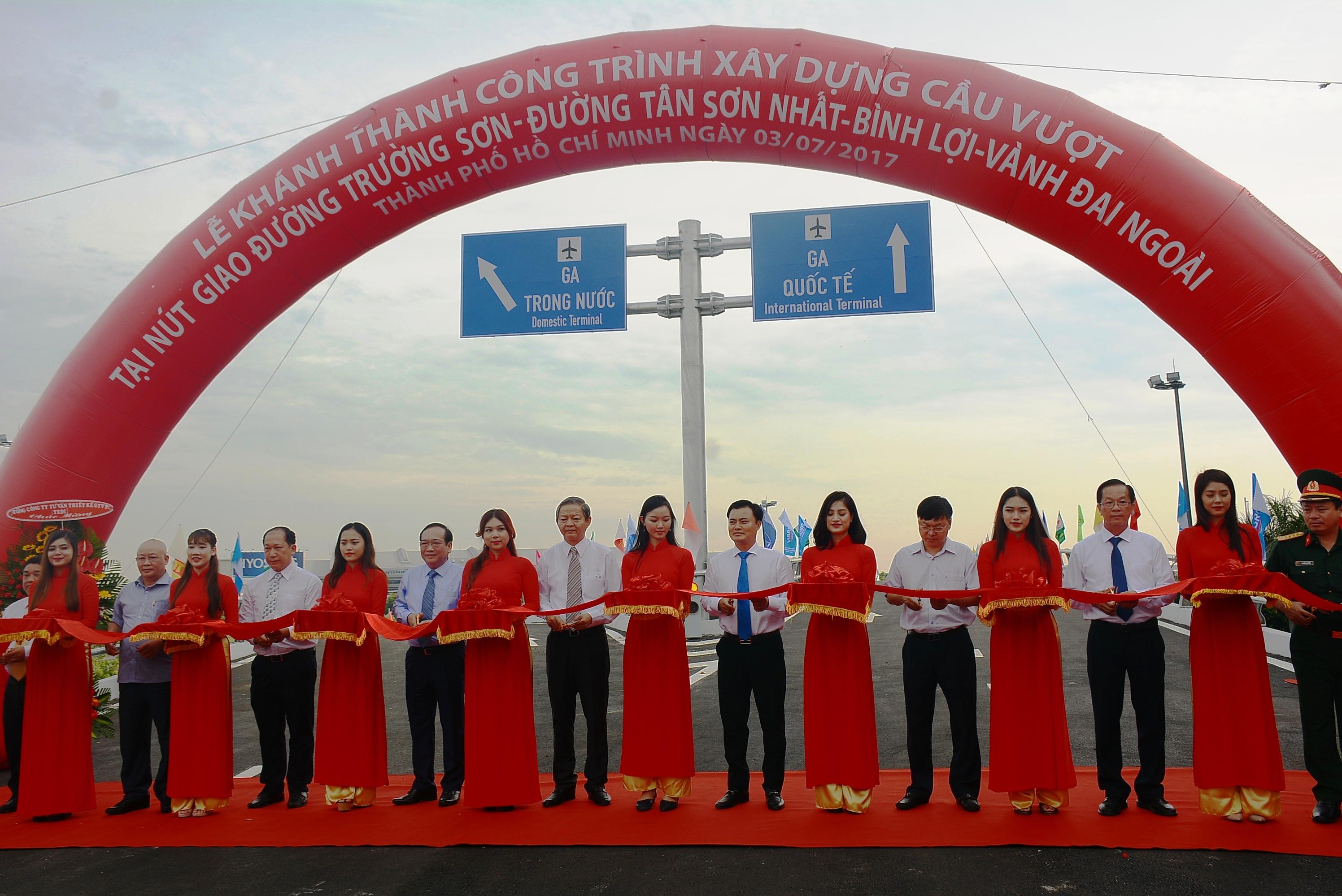 Chính thức thông xe nút giao cầu vượt Trường Sơn-Tân Sơn Nhất